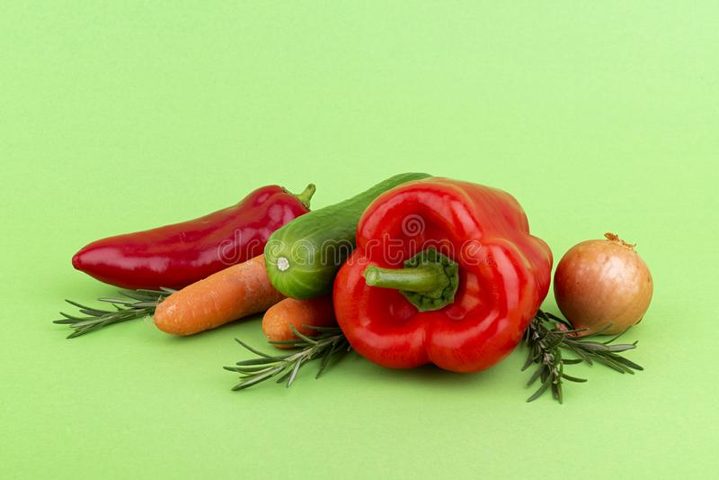 在绿色的新鲜蔬菜 免版税图库摄影