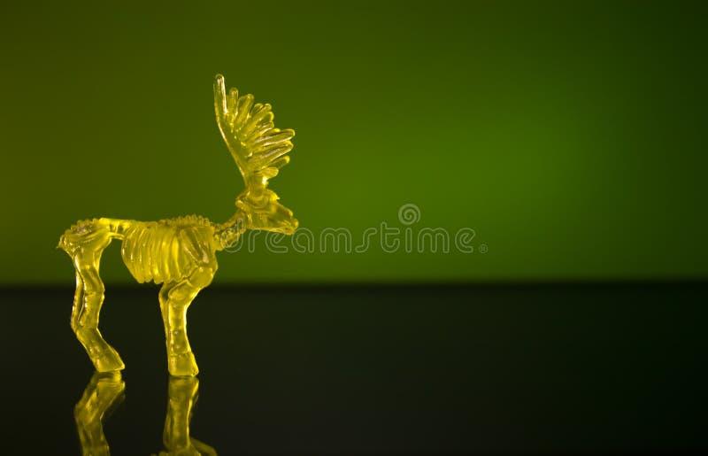 在绿色背景的鹿形象 免版税库存照片