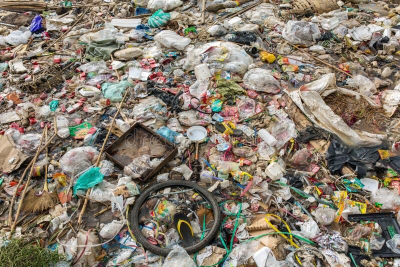 在缅甸的自发非官方的转储 垃圾污染背景 免版税库存图片