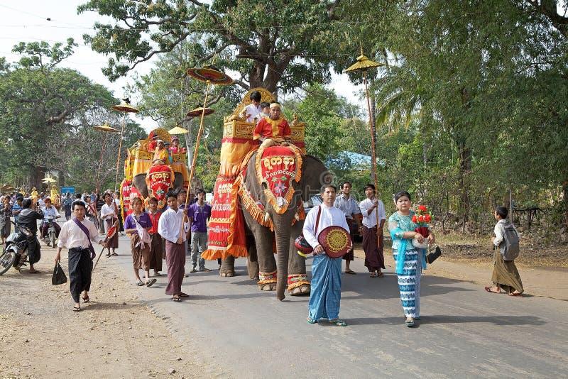 Download 在缅甸的Novitiation仪式 图库摄影片. 图片 包括有 新手, 聚会所, 大象, 人们, 修道士 - 59111227