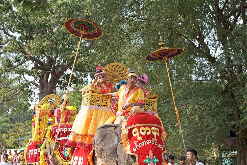 Download 在缅甸的Novitiation仪式 编辑类库存图片. 图片 包括有 旅行, 人们, 传统, 安排, 整理 - 59111234