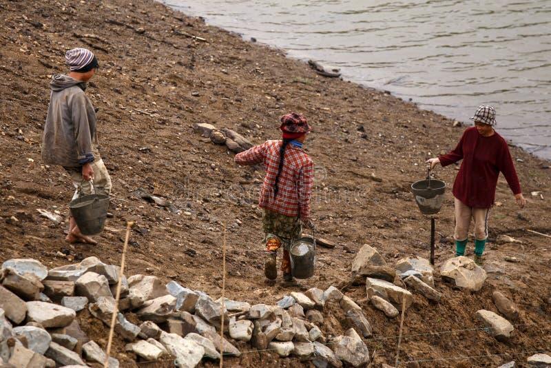 在缅甸水坝的建筑工作 库存照片