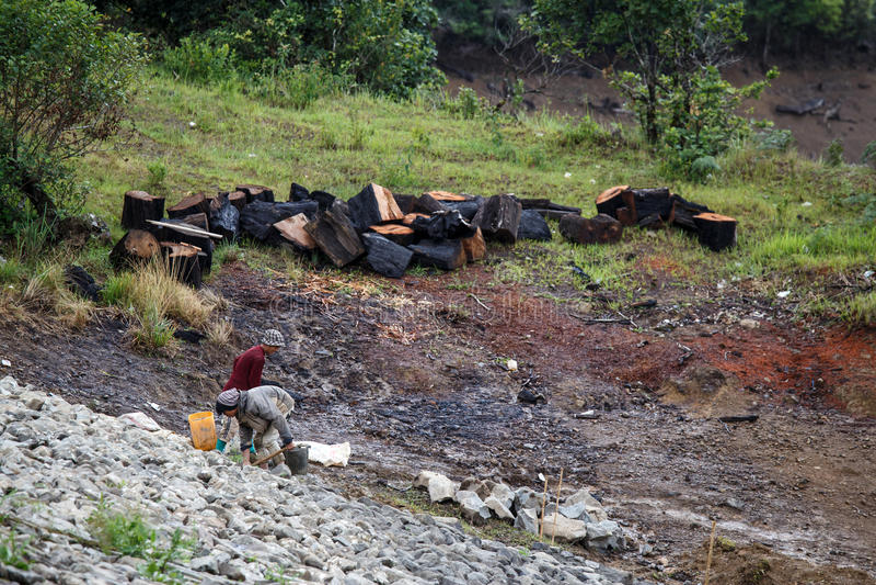 在缅甸水坝的建筑工作 免版税库存照片