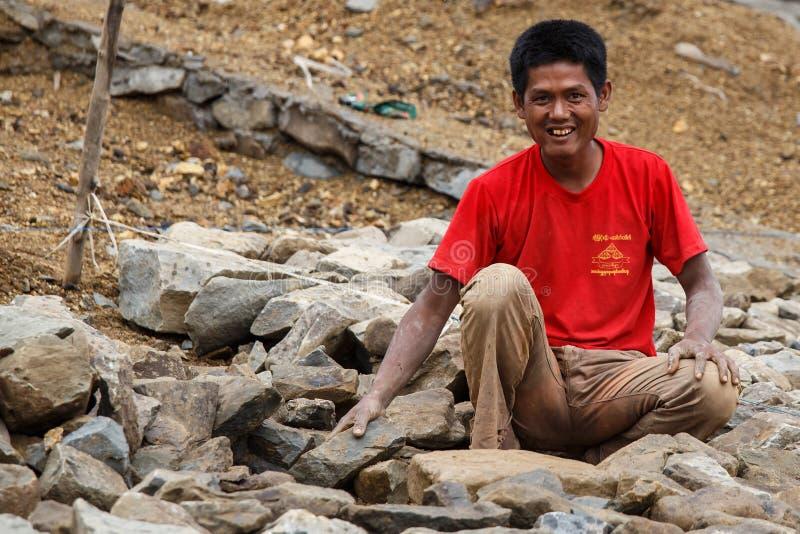 在缅甸水坝的建筑工作 免版税库存图片
