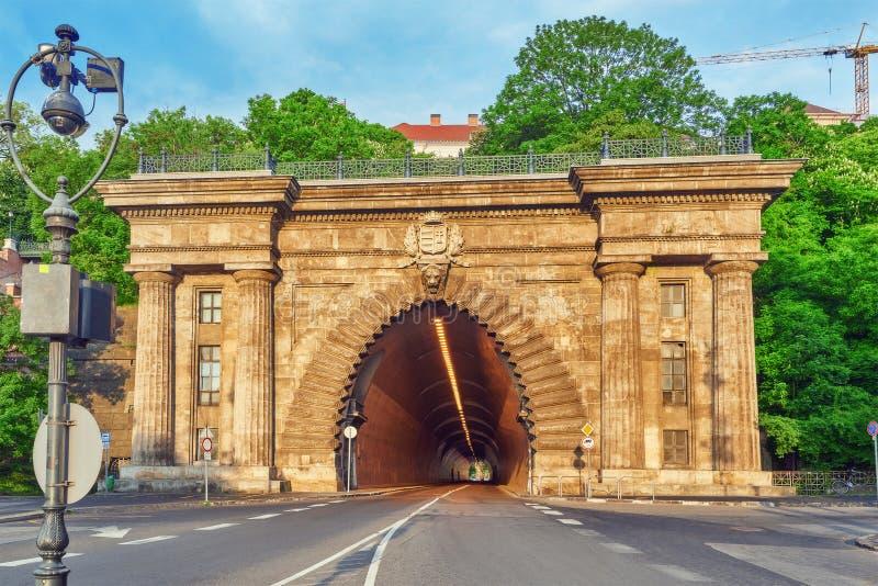 在缆索铁路附近的路隧道对皇家城堡小山 布达佩斯Hunga 免版税库存图片