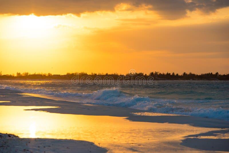 在缓慢地Cayo海岛上的日出,古巴 复制文本的空间 库存图片