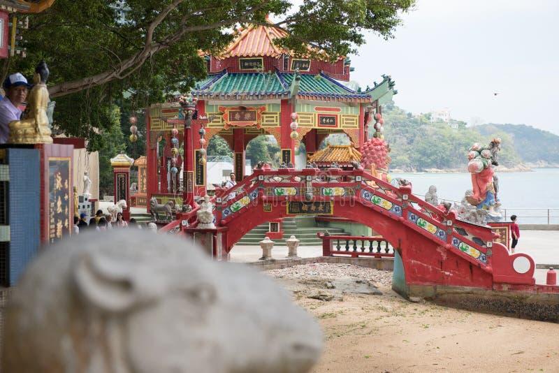 在罐子hau寺庙的红色桥梁 库存图片