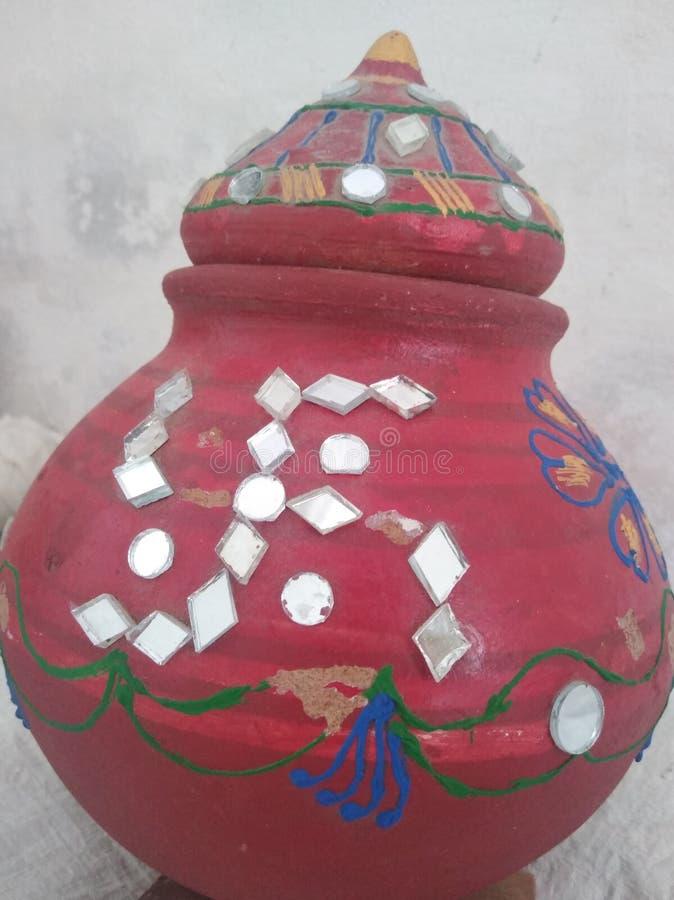 在罐的Rajasthani传统镜子工作艺术 库存图片