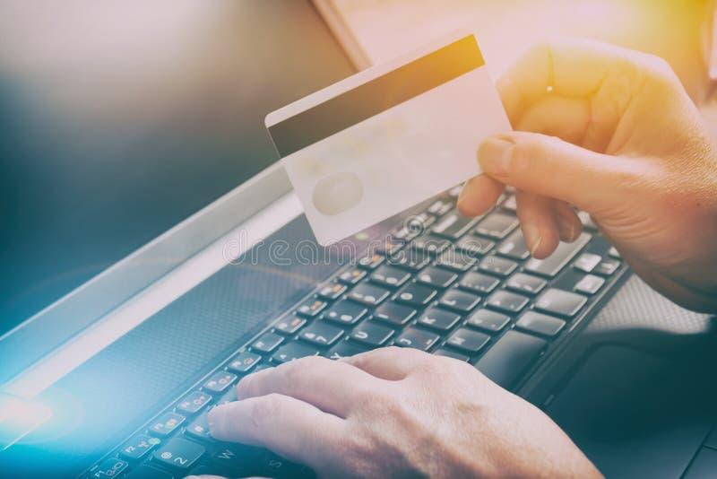 在网上支付与信用卡 图库摄影