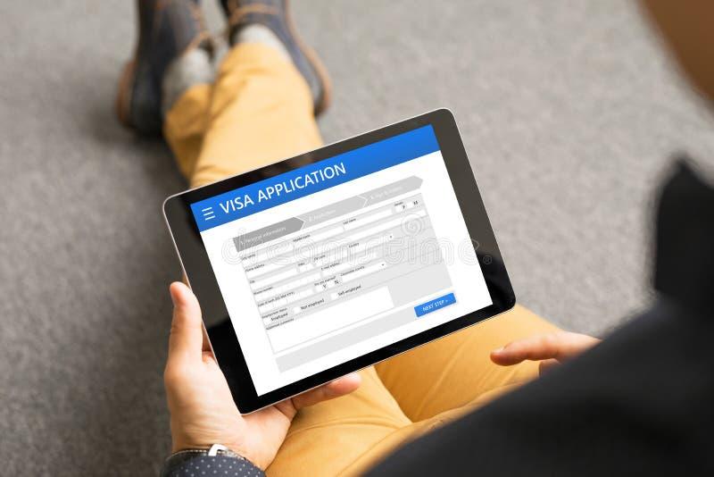 在网上申请签证的人 图库摄影