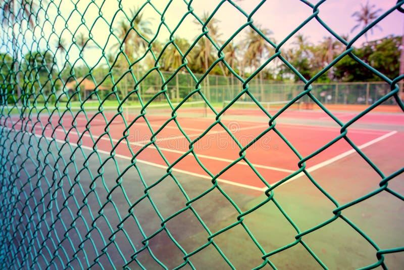在网球场前面的绿色网 免版税库存照片