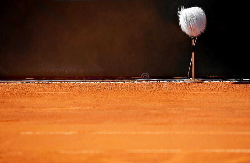 在网球场的专业话筒 库存图片