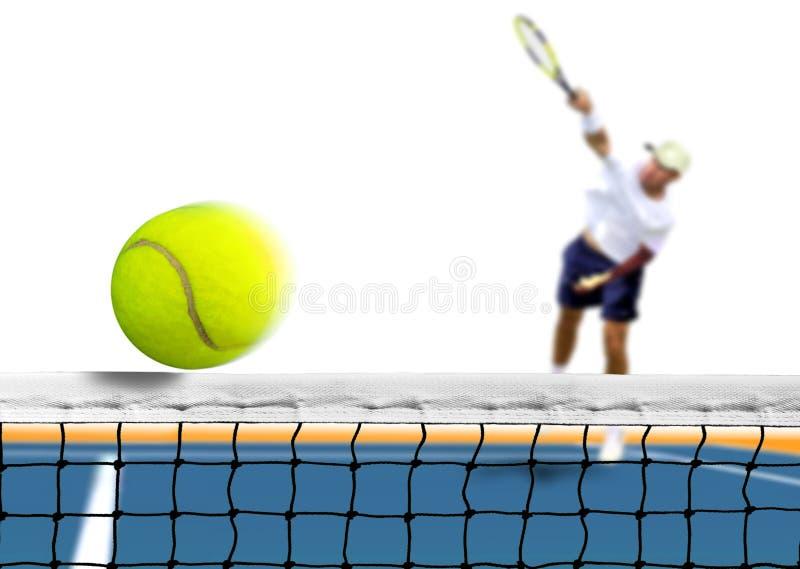 在网的网球服务 免版税库存图片