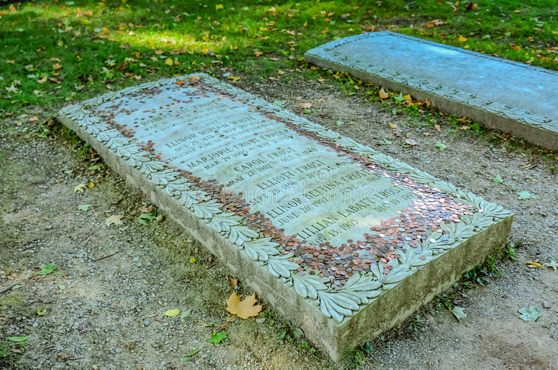 在罗伯特・佛洛斯特坟墓-本宁顿,佛蒙特的便士 库存照片