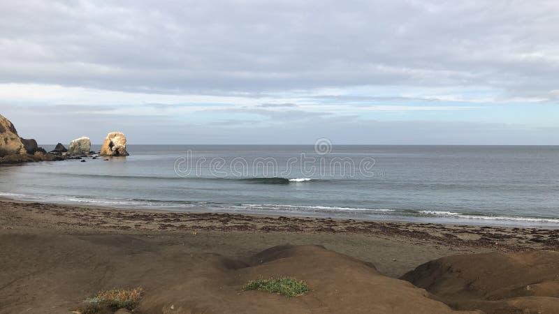 在罗卡威海滩的玻璃状早晨 库存图片