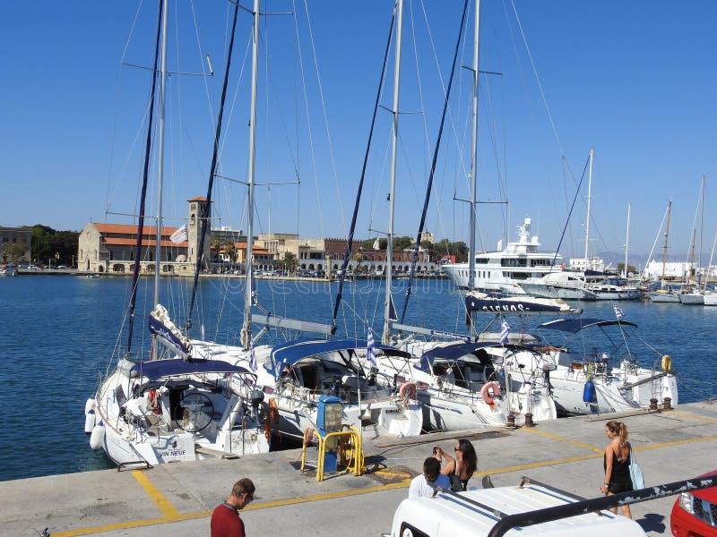 在罗得岛港的被停泊的游艇  希腊 库存图片
