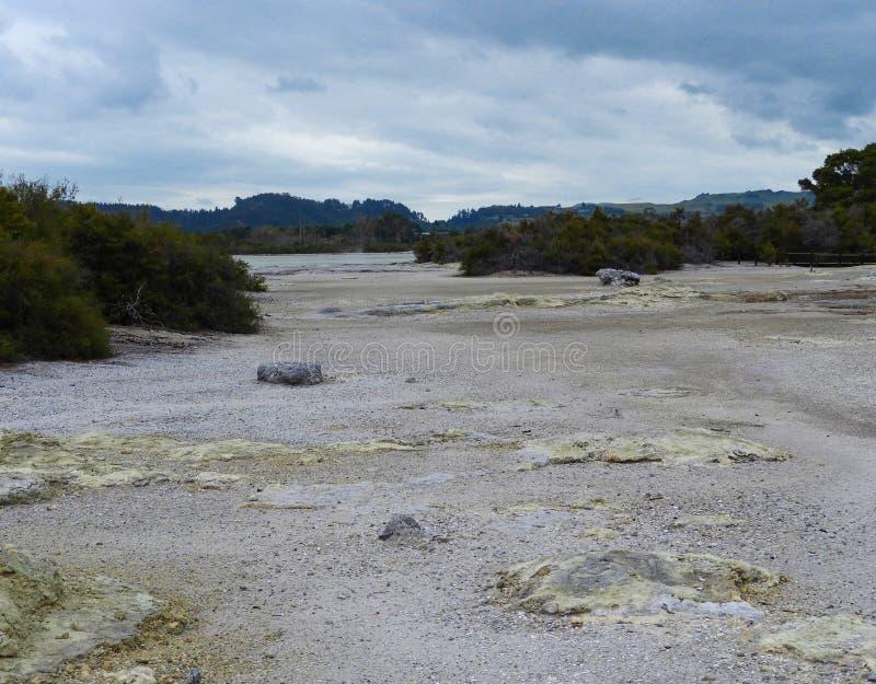 在罗托鲁阿湖的硫磺点 免版税图库摄影
