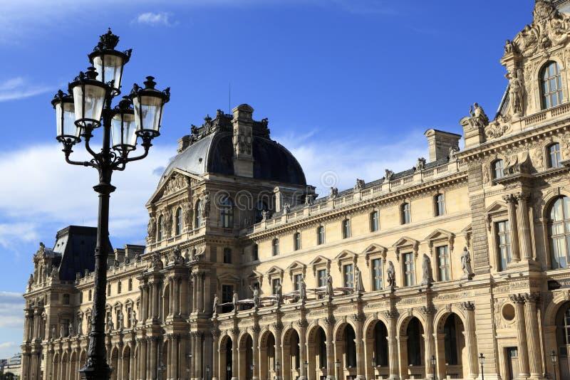 在罗浮宫的新生建筑学,巴黎 免版税库存图片