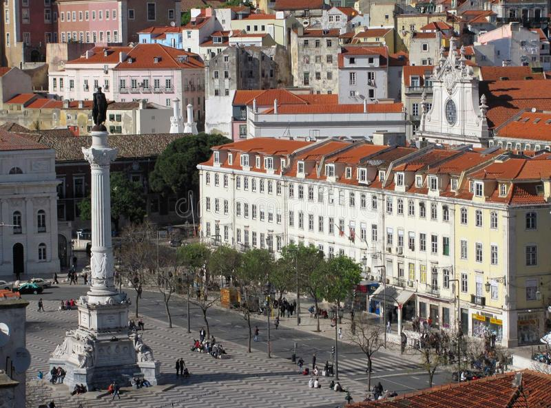 在罗西乌广场的全景从elevador圣诞老人de Justa都市风景,里斯本,葡萄牙 免版税图库摄影