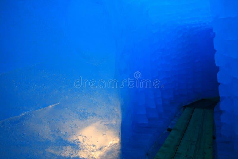 在罗讷的冰川的冰洞 免版税库存照片