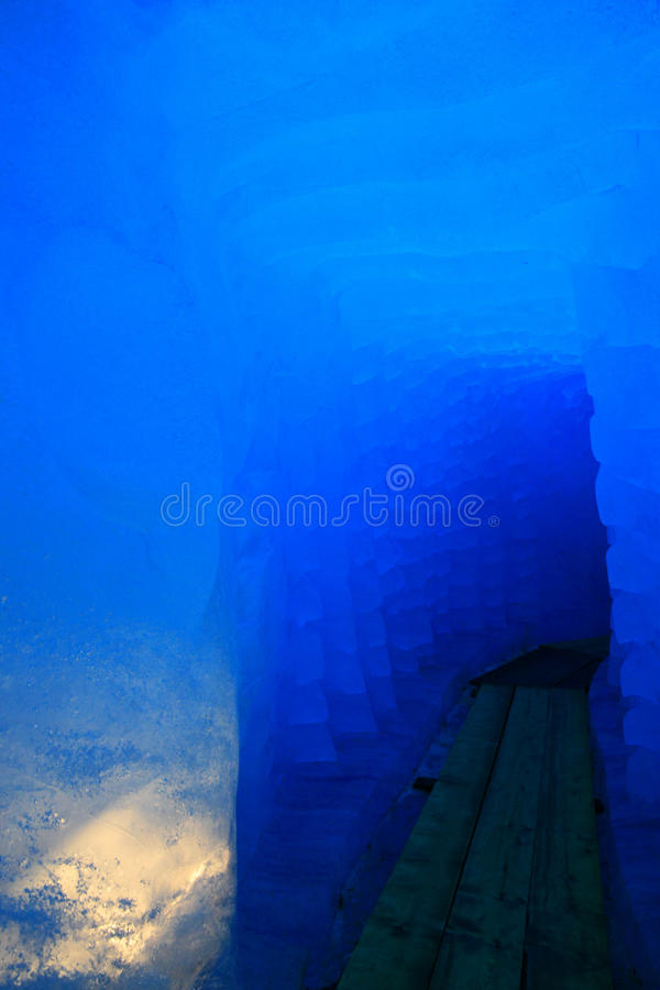 在罗讷的冰川的冰洞 库存照片