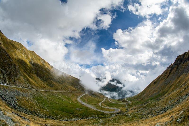 在罗马尼亚喀尔巴阡山脉的Fagaras山的Transfagarasan路 图库摄影