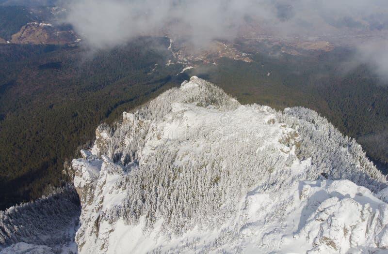 在罗马尼亚语喀尔巴汗的Ceahlau山 免版税库存图片
