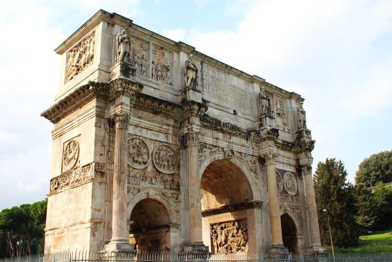 在罗马附近的曲拱colosseo旅游凯旋式的 免版税库存照片