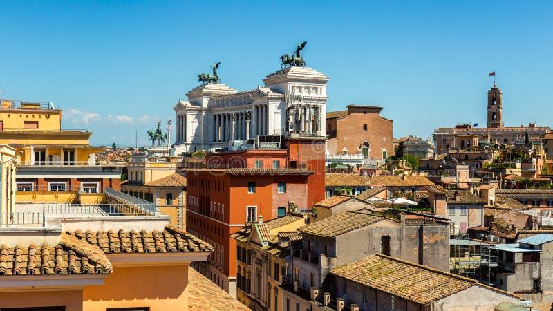 在罗马,从塑象的意大利的历史的中心的全景 免版税库存照片