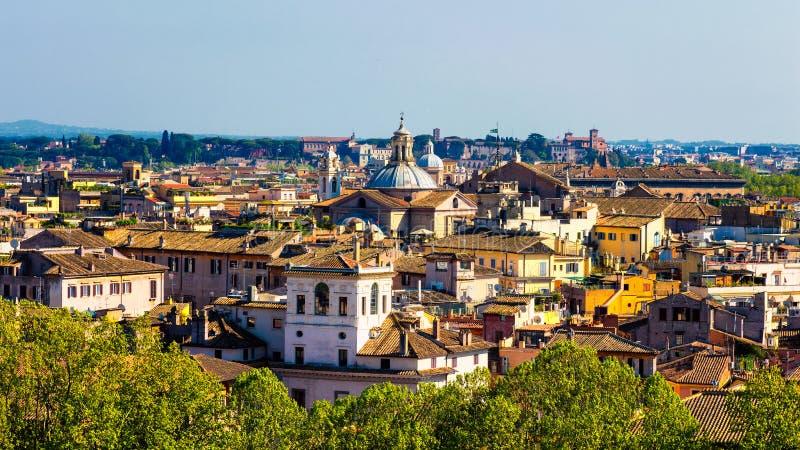在罗马,从Castel Sant安吉洛的意大利的历史的中心的全景 库存照片