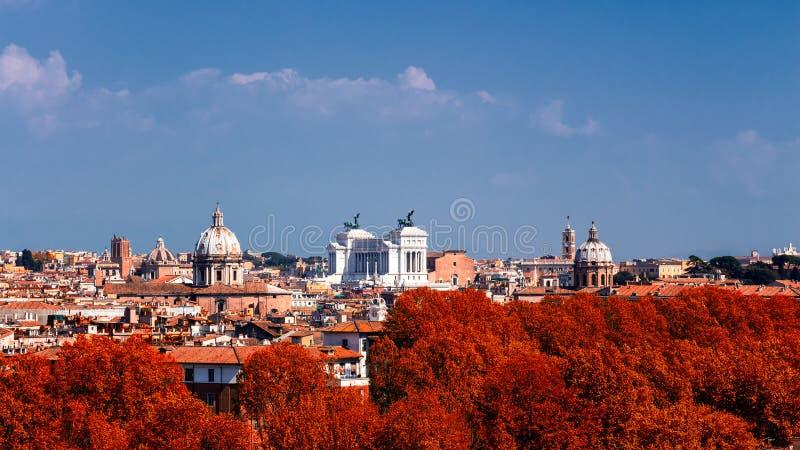 在罗马,意大利fr的历史的中心的全景秋天视图 免版税库存照片