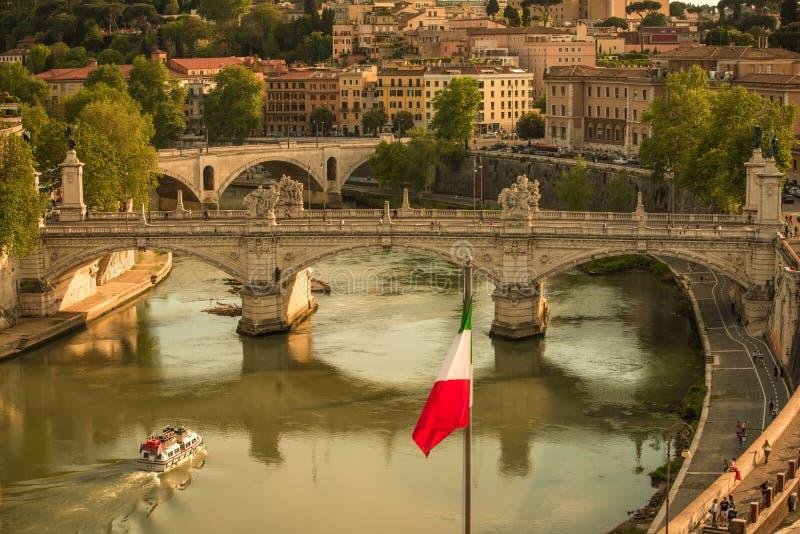 在罗马,从Castel Sant安吉洛的意大利的历史的中心的全景 免版税库存照片
