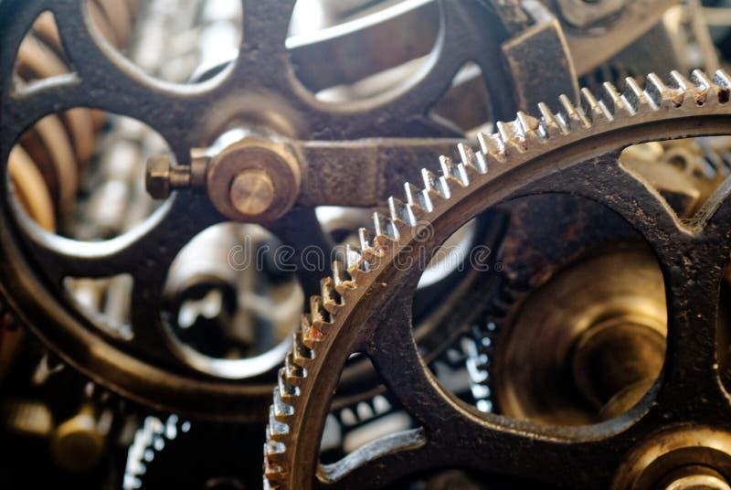 在羊毛磨房的维多利亚女王时代的纺丝机齿轮 免版税库存照片