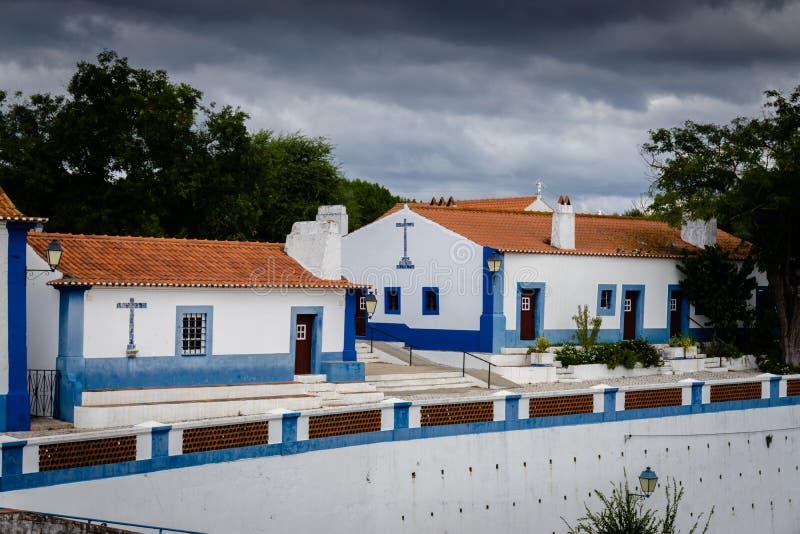 在美丽如画的histori的典型的被粉刷的露台的村庄 库存照片