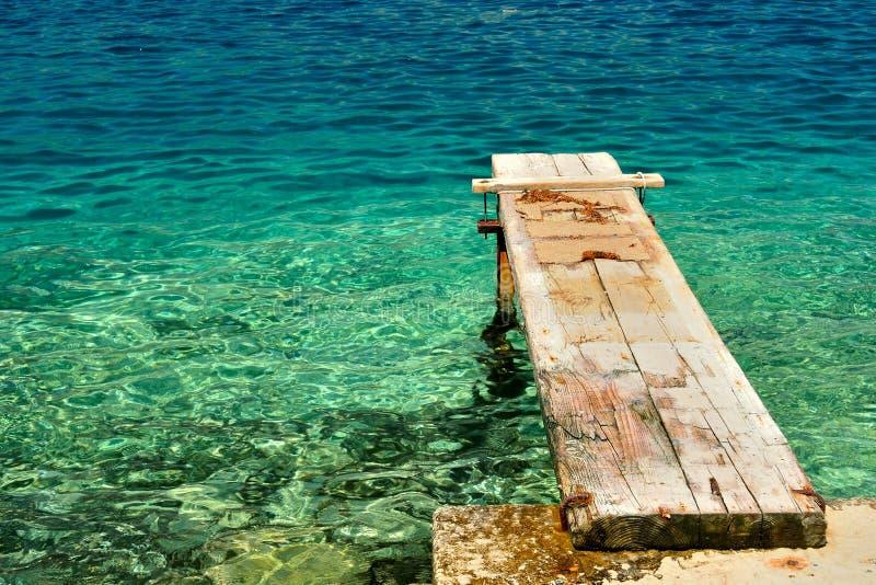 在美丽的亚得里亚海的木码头。Korcula,克罗地亚 免版税库存照片