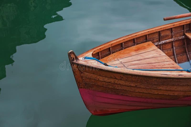 在美丽的湖的木小船 免版税图库摄影