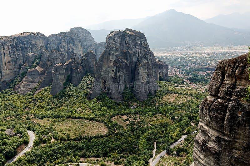 在美丽的落矶山脉的看法在迈泰奥拉修道院附近在希腊 免版税库存照片