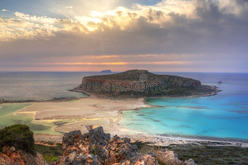在美丽的Balos海滩的日落 免版税库存图片
