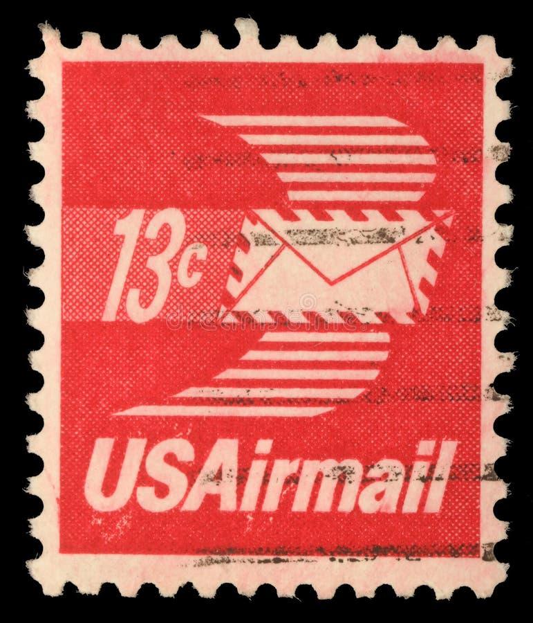 在美利坚合众国打印的邮票显示与翼的信封,航寄 免版税图库摄影