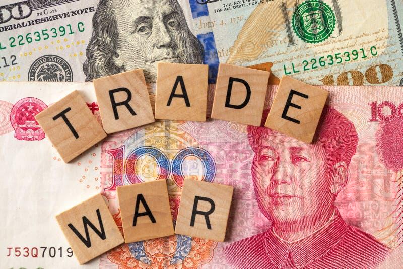 在美国和中国概念之间的贸易战对法律征收关税 库存照片