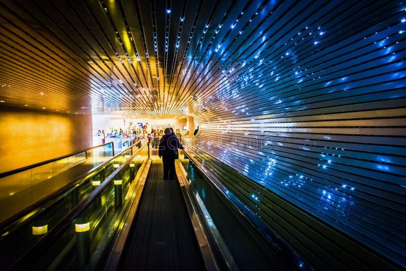 在美国国家艺廊的地下移动的走道,在Wa 免版税图库摄影
