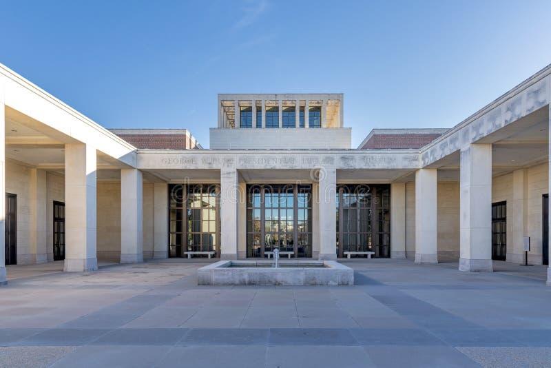 在美国德克萨斯州达拉斯,一个博物馆在晴朗的天空下的美丽镜头 免版税库存照片