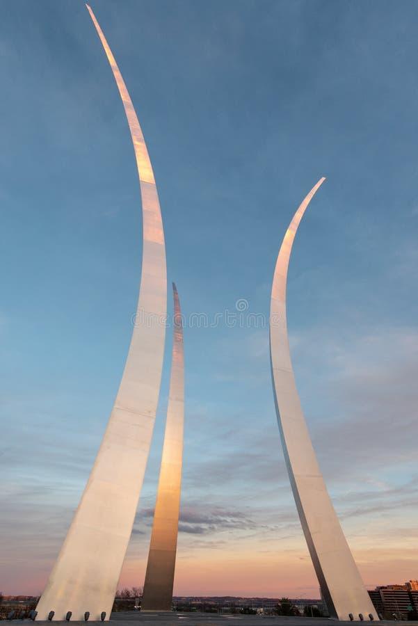 在美国空军队纪念品的日落,阿灵顿,弗吉尼亚 宽射击 免版税库存照片