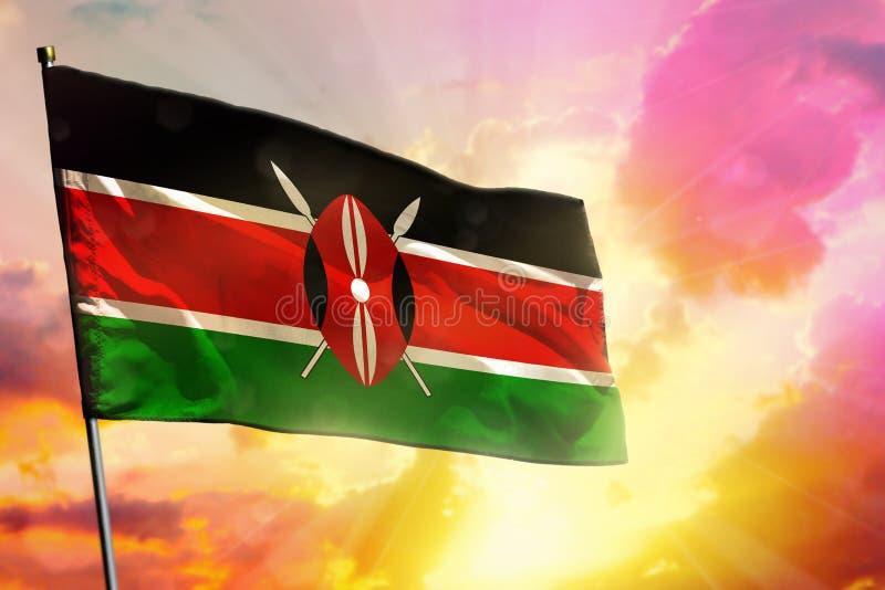 在美好的五颜六色的日落或日出背景的振翼的肯尼亚旗子 球尺寸三 库存图片