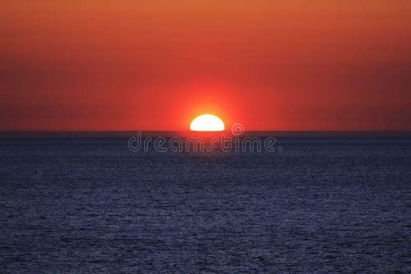 在美好的日落的半太阳 免版税库存图片