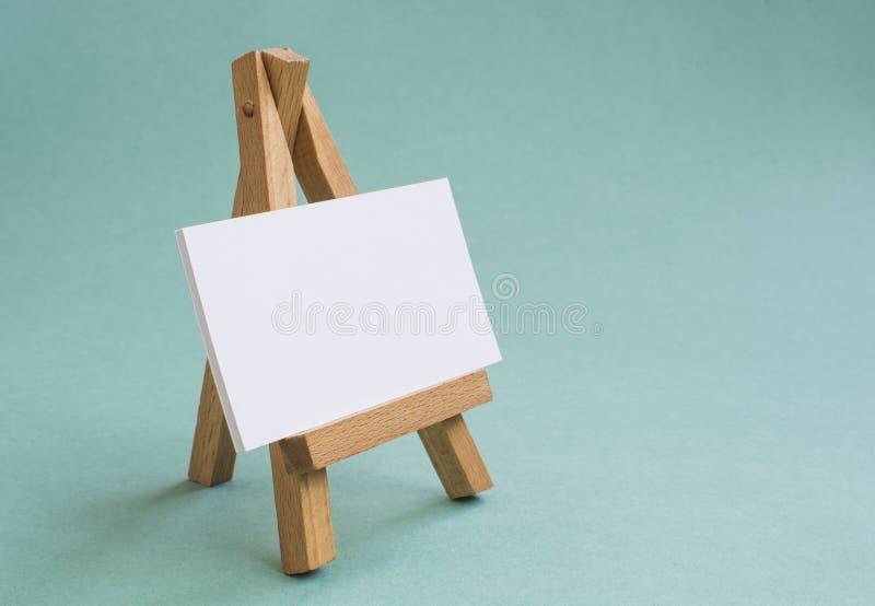 在美好的色的背景的木画架 免版税库存照片