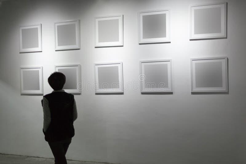 在美术画廊的空白的框架 免版税图库摄影