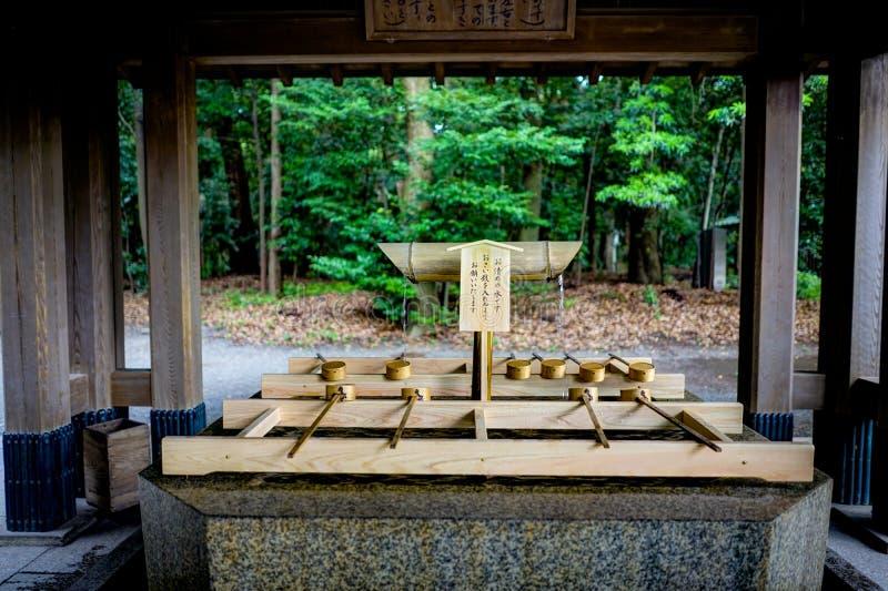 在美济礁jingu寺庙的洗净喷泉在东京日本亚洲 免版税库存图片