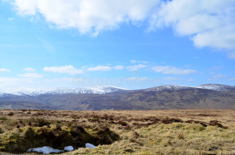 在老军用路的冰冷的山上面在威克洛,爱尔兰 库存照片