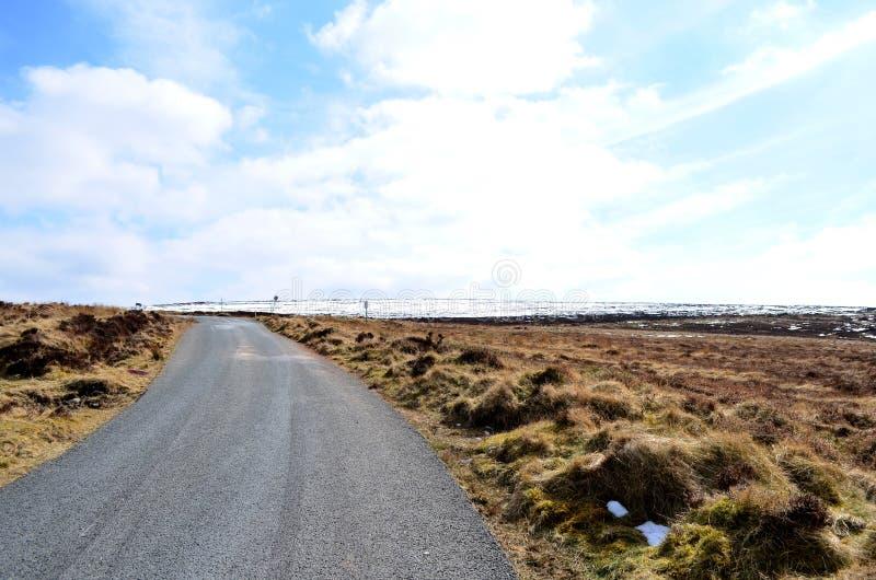 在老军用路的冰冷的路在威克洛,爱尔兰 免版税库存图片